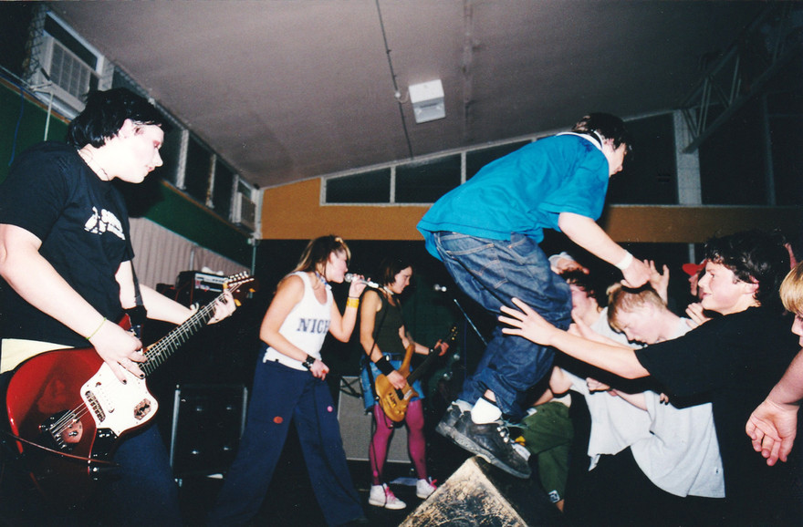 Admin thumb an early foamy ed show in hamilton   aimee banks  fleur park  and lani purkis. photo  aimee banks collection
